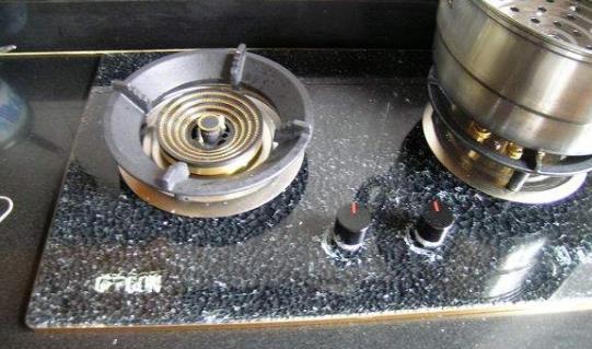 燃气灶具在使用过程时突然玻璃面板爆炸碎裂怎么办?