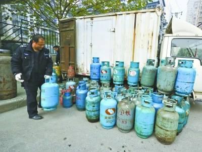 """小心家里燃气灶具和燃气热水器所使用的煤气罐变""""炸弹"""""""