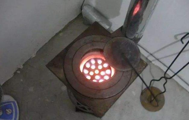 可以用于煮饭,烘烤,取暖的煤气炉子