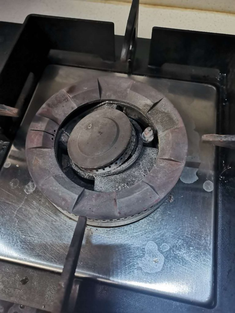 烧毁变形的铝合金炉头